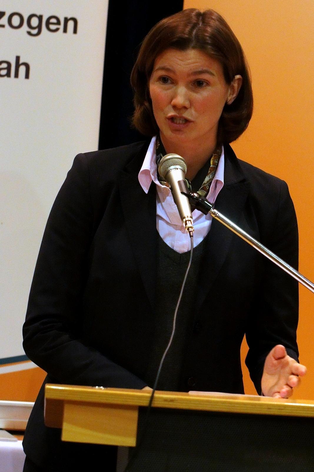 In einer engagierten und kompetenten Rede nimmt Tanja Schweiger Stellung zu verschiedenen Themen im Landkreis Regensburg