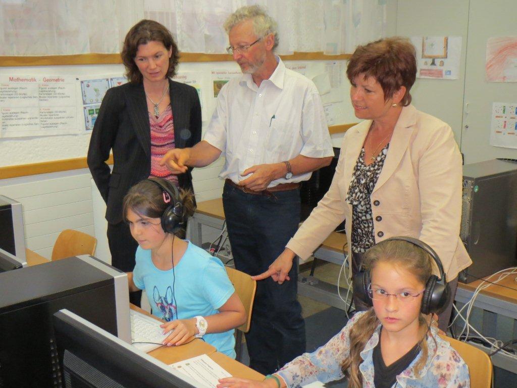r-wörth-lbi-Landrätin beim Tag der offenen Tür in der Schule Brennberg, im PC-Raum