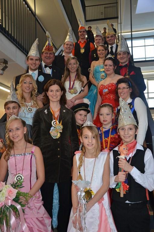 Die Prinzessinnen und Prinzen mit Landrätin Tanja Schweiger.