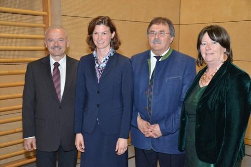 Landrätin Tanja Schweiger (2. v. l.) mit ihren drei Stellvertretern: Willi Hogger (3. v. l.), Hans Dechant (l.) und Maria Scharfenberg (r.)
